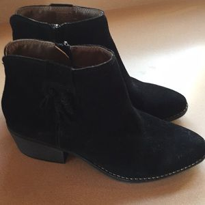 White mountain suede boots very gently used